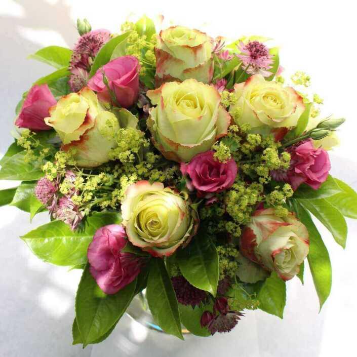 Rosen und Lysianthus - Blüten