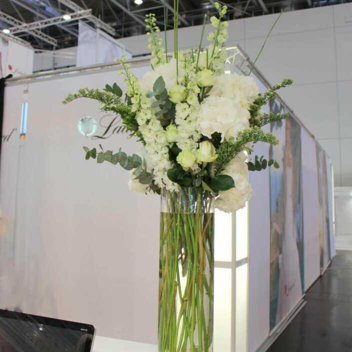 Blumen und Vase für eine Messe - Stand in Düsseldorf