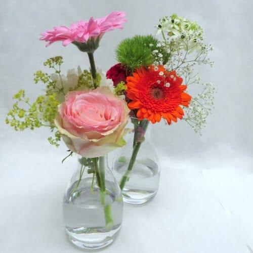 Stehtischdekoration mit Germini und Rosen