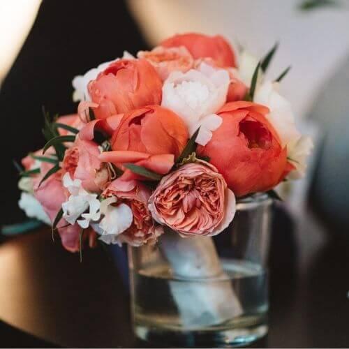 Brautstrauß-mit-Pfingstrosen-und-englischen-Rosen-1