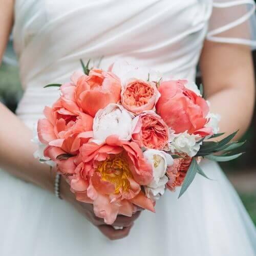 Brautstrauß-mit-Pfingstrosen-und-englischen-Rosen-A-1