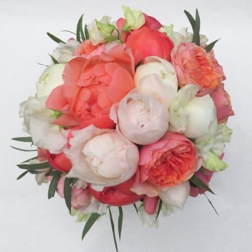 Brautstrauß mit Pfingstrosen und englischen Rosen