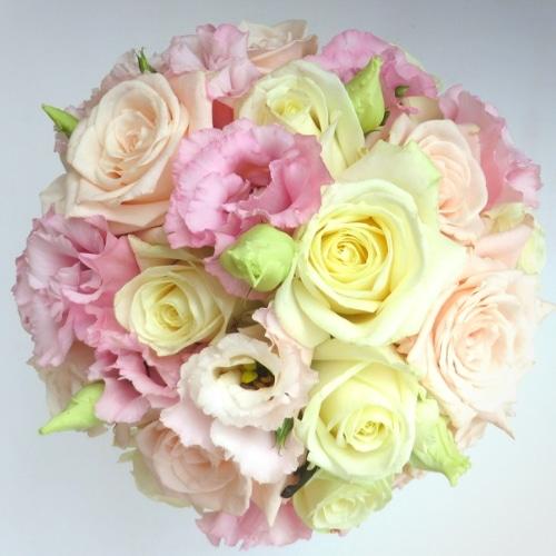 Brautstrauß mit Rosen und rosa Lysianthus - Blüten