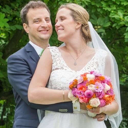 Brautstrauß-mit-Sommerblumen-Cosmen-und-Rosen-1