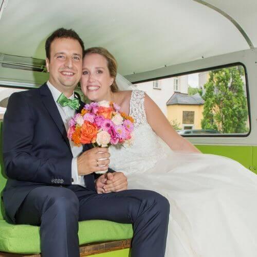 Brautstrauß-mit-Sommerblumen-Cosmen-und-Rosen-a
