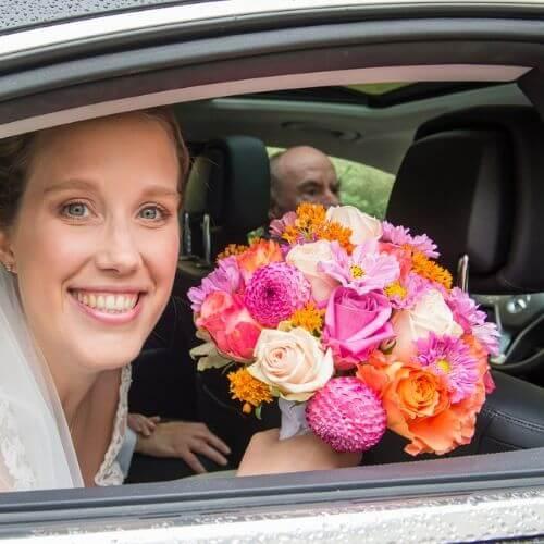 Brautstrauß mit Sommerblumen Cosmen und Rosen
