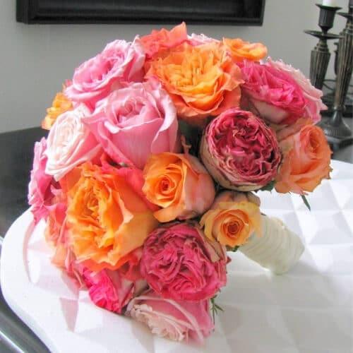 Brautstrauß mit bunten Rosen - Blumen für eine Hochzeit in Düsseldorf