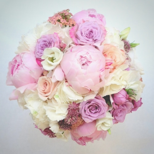 rautstrauß mit rosa Sommerblumen