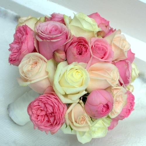 Brautstrauß mit rosa und weißen Rosen