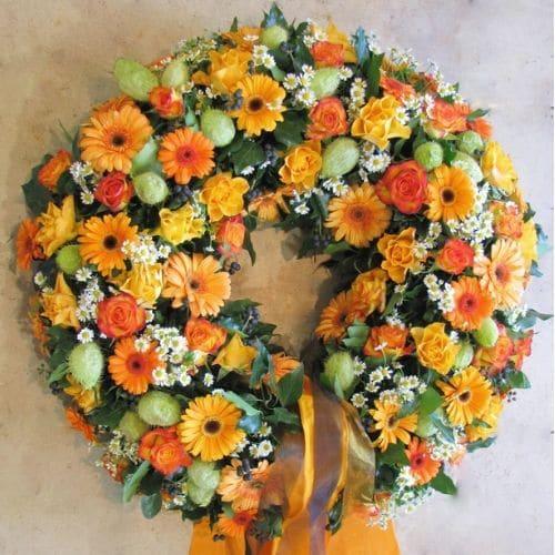 K9-Trauerkranz-mit-Blüten-in-Orange