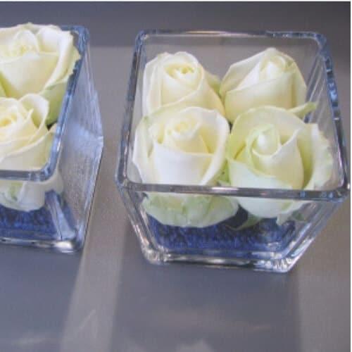 teh-Tischdekoration zur Hochzeit mit weißen Rosen a
