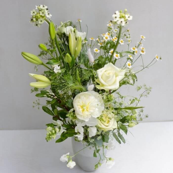 weißer Sommerblumenstrauß Style