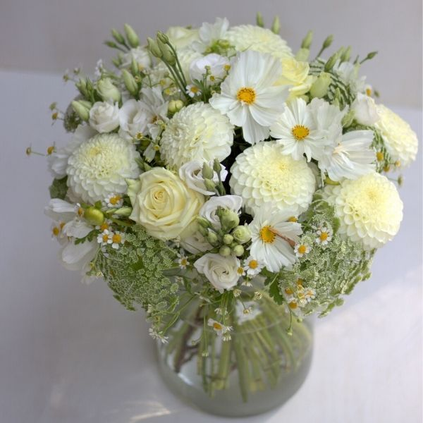 Weißer Blumenstrauß - in Düsseldorf verschicken